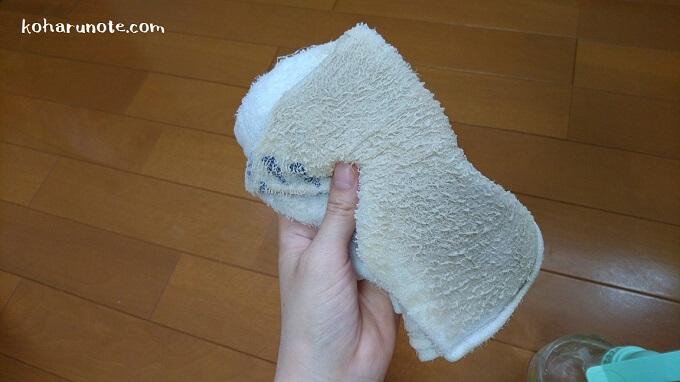 壁紙の掃除で汚れた雑巾