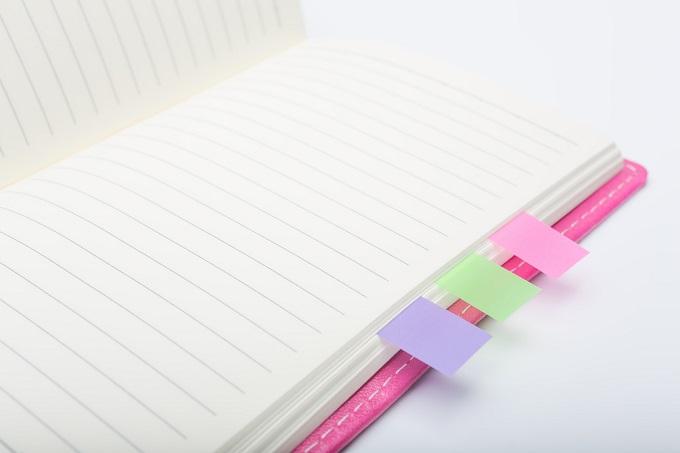 ふせんを貼ったノート