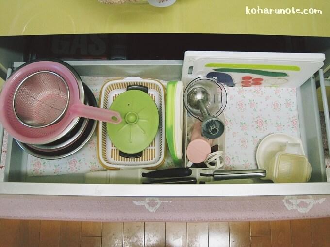 整理前のシステムキッチンの引き出し