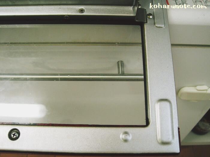 トースターのドア部分の汚れをセスキ炭酸ソーダで掃除