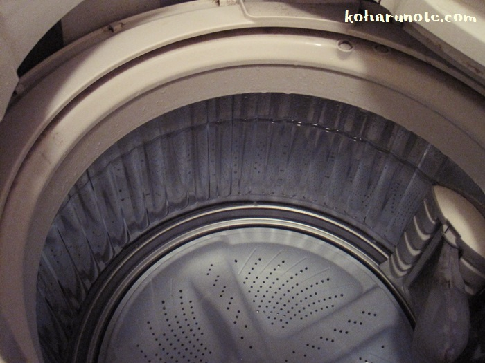 洗濯槽内に満水に溜まったお湯