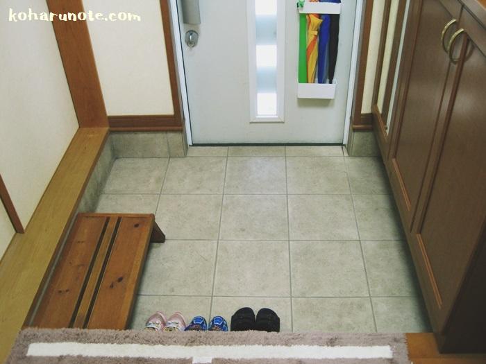 靴がキレイにそろってスッキリとした玄関