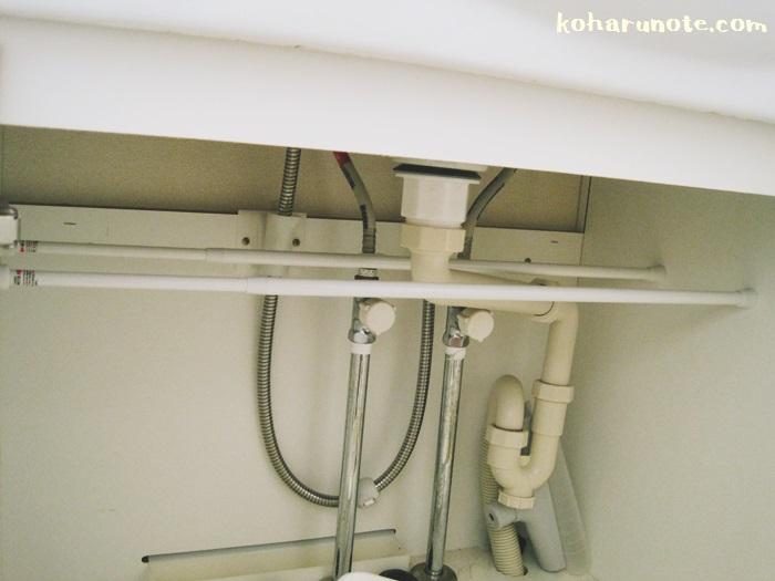 突っ張り棒で洗面台下収納に棚を付ける
