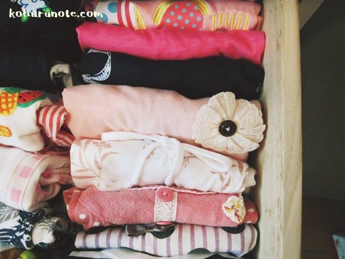 立てる収納方法で並べた洋服